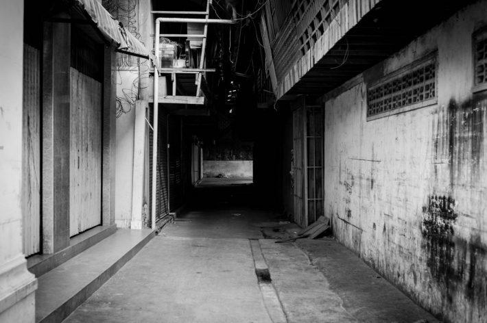 Beoung Trabek Alleway - A photo by Alex Leonard