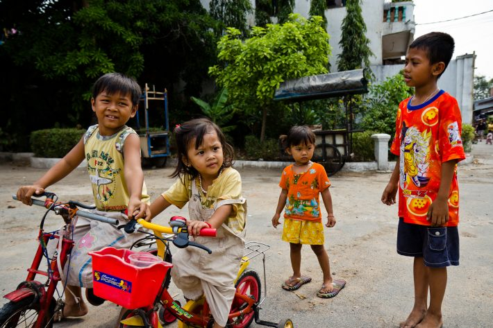 Kids playing near a temple in Phnom Penh. The youngest one wearing the oversized flip-flops brought a big smile to my face.